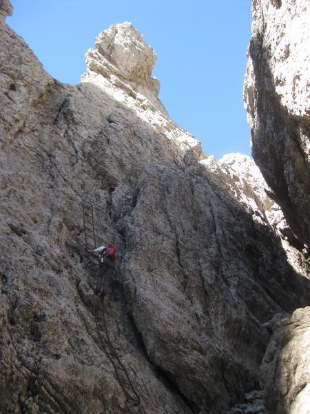 Foto: Wolfgang Lauschensky / Klettersteig Tour / Monte Schiara - Überschreitung Ferr. Sperti - Berti - Marmol / letzte Wand vor Forcella Sperti / 31.10.2009 00:58:38