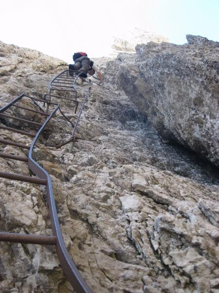 Foto: Wolfgang Lauschensky / Klettersteig Tour / Monte Schiara - Überschreitung Ferr. Sperti - Berti - Marmol / Leiternspaß / 31.10.2009 00:58:27