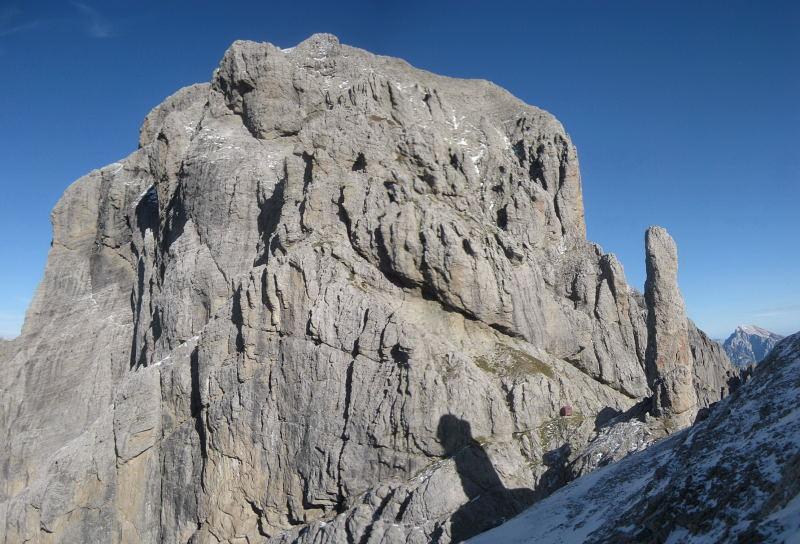 Foto: Wolfgang Lauschensky / Klettersteig Tour / Monte Schiara - Überschreitung Ferr. Sperti - Berti - Marmol / Forcella Gusela mit Felsnadel, Biv.Bernardino und Schiara-Gipfelfels (Ferr.Berti) / 31.10.2009 00:57:52