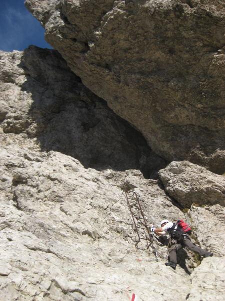 Foto: Wolfgang Lauschensky / Klettersteig Tour / Monte Schiara - Überschreitung Ferr. Sperti - Berti - Marmol / die Schlüsselstelle der Ferr.Berti / 31.10.2009 00:57:27