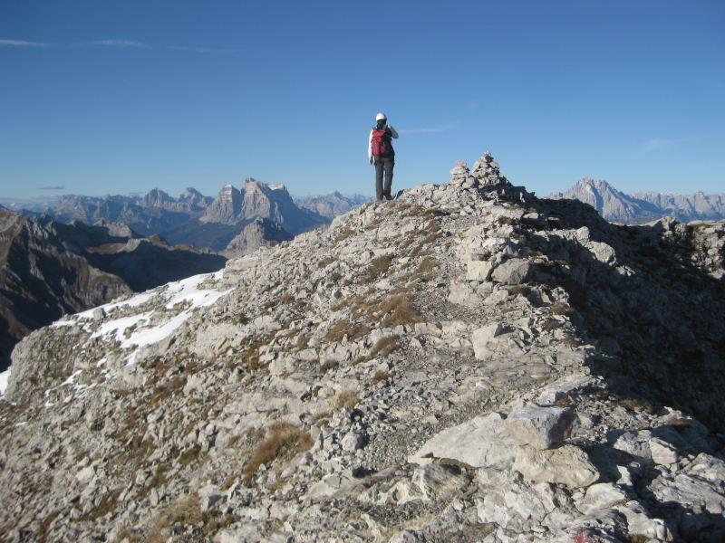 Foto: Wolfgang Lauschensky / Klettersteig Tour / Monte Schiara - Überschreitung Ferr. Sperti - Berti - Marmol / Schiaragipfel vor Monte Pelmo und Antelao / 31.10.2009 00:56:59
