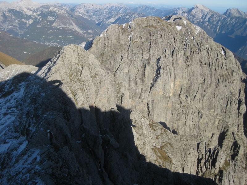 Foto: Wolfgang Lauschensky / Klettersteig Tour / Monte Schiara - Überschreitung Ferr. Sperti - Berti - Marmol / Monte Pelf vom vereisten Schiara-Ostgrat / 31.10.2009 00:56:45