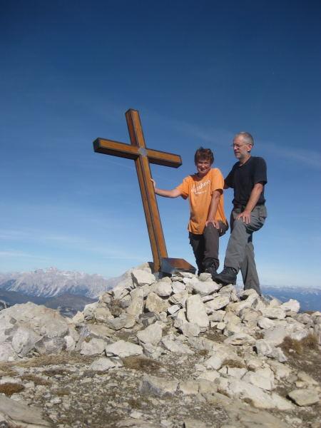 Foto: Wolfgang Lauschensky / Wander Tour / Monte Pelf 2502m / schiefes Gipfelsymbol / 31.10.2009 14:16:06
