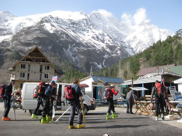 Foto: Wolfgang Lauschensky / Ski Tour / Cheget 3462m / Frühling im Dorf Cheget / 01.11.2009 12:12:37
