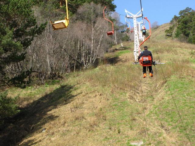 Foto: Wolfgang Lauschensky / Ski Tour / Cheget 3462m / abenteuerlicher Sessellift / 01.11.2009 12:12:23