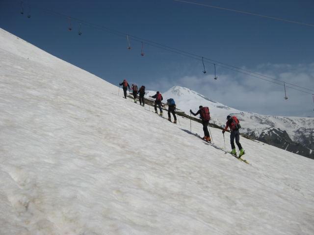 Foto: Wolfgang Lauschensky / Ski Tour / Cheget 3462m / im Alpinschigebiet mit Elbrus-Ostgipfel / 01.11.2009 12:12:09