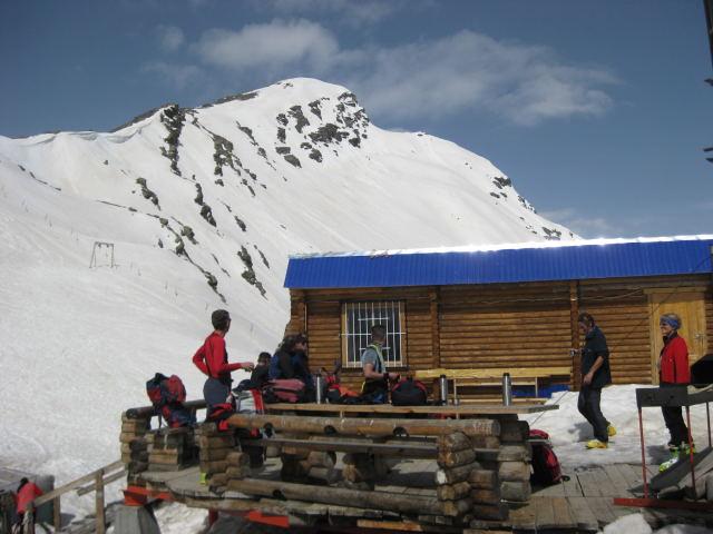 Foto: Wolfgang Lauschensky / Ski Tour / Cheget 3462m / Bergstation mit Cheget-Ostgrat / 01.11.2009 12:11:59