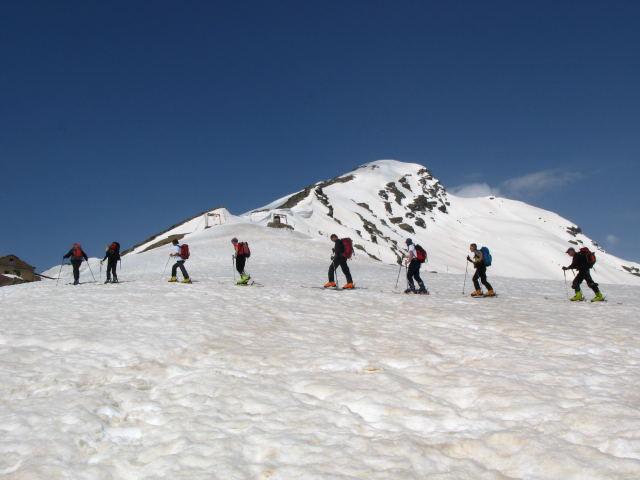 Foto: Wolfgang Lauschensky / Ski Tour / Cheget 3462m / Marsch in die Südflanke / 01.11.2009 12:11:45