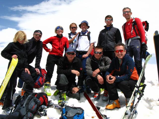 Foto: Wolfgang Lauschensky / Ski Tour / Cheget 3462m / Gipfelmannschaft / 01.11.2009 12:11:01