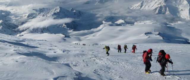 Foto: Wolfgang Lauschensky / Ski Tour / Elbrus 5642m  Winterbesteigung / Beginn der langen Traverse / 01.11.2009 14:33:39