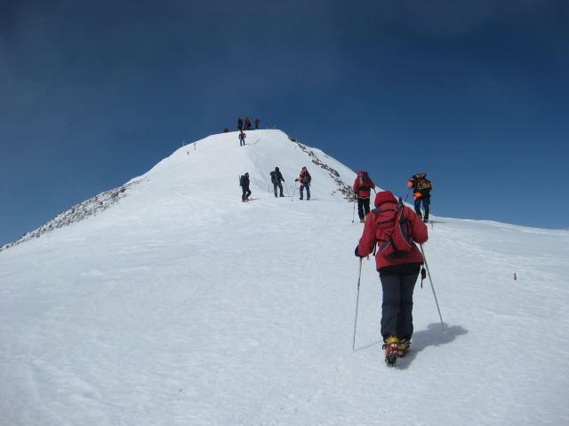 Foto: Wolfgang Lauschensky / Ski Tour / Elbrus 5642m  Winterbesteigung / ein letzter Aufschwung / 01.11.2009 14:32:49