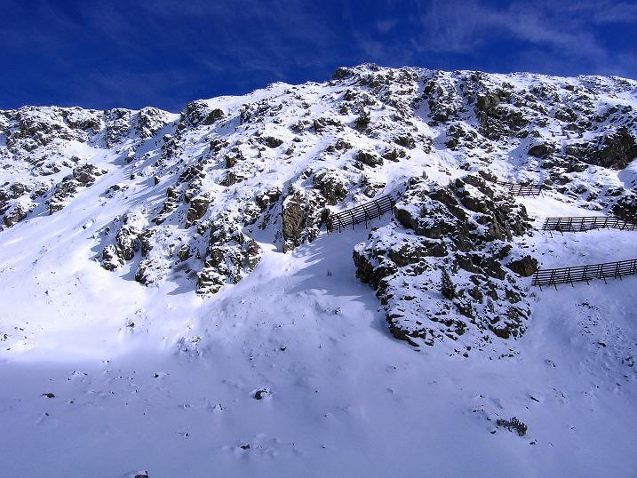 Foto: Andreas Koller / Ski Tour / Durchs Plattenkar auf die Plattenspitze (2294 m) / NW-Wände der Gamskarlspitze (2411m) / 08.11.2009 20:10:32