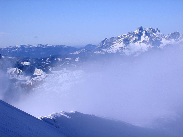 Foto: Andreas Koller / Ski Tour / Durchs Plattenkar auf die Plattenspitze (2294 m) / Im N zeigt sich die Bischofsmütze (2459m) / 08.11.2009 20:03:30