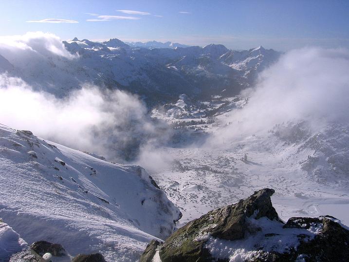 Foto: Andreas Koller / Ski Tour / Durchs Plattenkar auf die Plattenspitze (2294 m) / Blick über Obertauern hinweg nach W / 08.11.2009 19:58:03