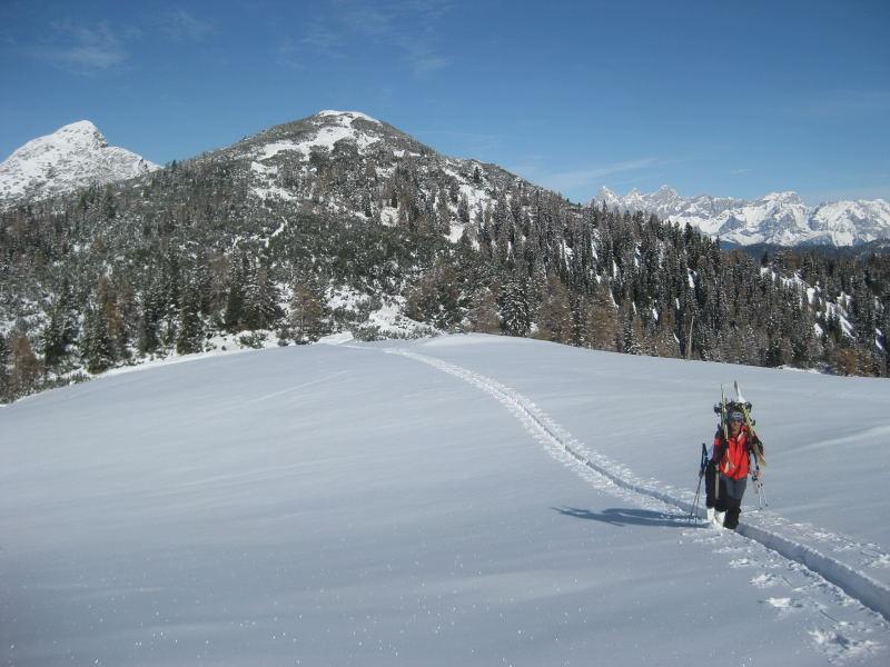 Foto: Wolfgang Lauschensky / Ski Tour / Hakopf über Schlaningsattel / Hakopf, dahinter links Strimskogel und rechts Dachstein / 08.11.2009 20:51:27