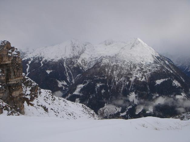 Foto: Manfred Karl / Ski Tour / Stubnerkogel / Am Grat zum Stubnerkogel, im Hintergrund links die Graukogelpisten / 09.11.2009 20:40:09