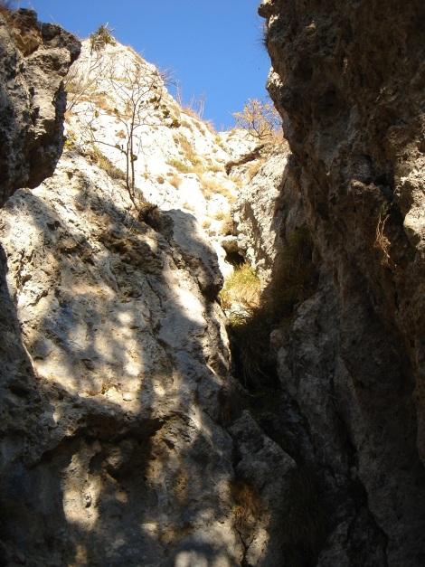Foto: Manfred Karl / Kletter Tour / Engelstein / Einstieg der westseitigen Kletterroute (3 bis 3+). / 15.11.2009 19:49:05