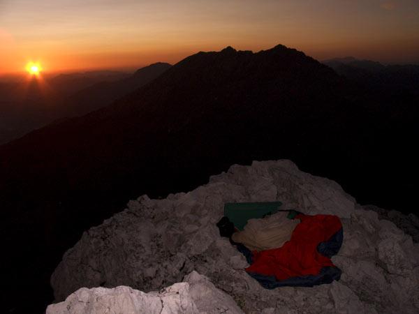Foto: Datzi / Wander Tour / Bergtour auf die Hocheisspitze (Biwak) / Mein Biwak auf der Hocheisspitze mit dem Sonnenaufgang / 21.11.2009 18:41:49