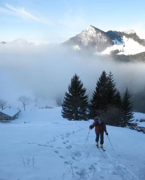 Foto: Wolfgang Lauschensky / Ski Tour / Feichteck (1514m) / über der Wagneralm taucht der Heuberg auf / 22.11.2009 12:18:02