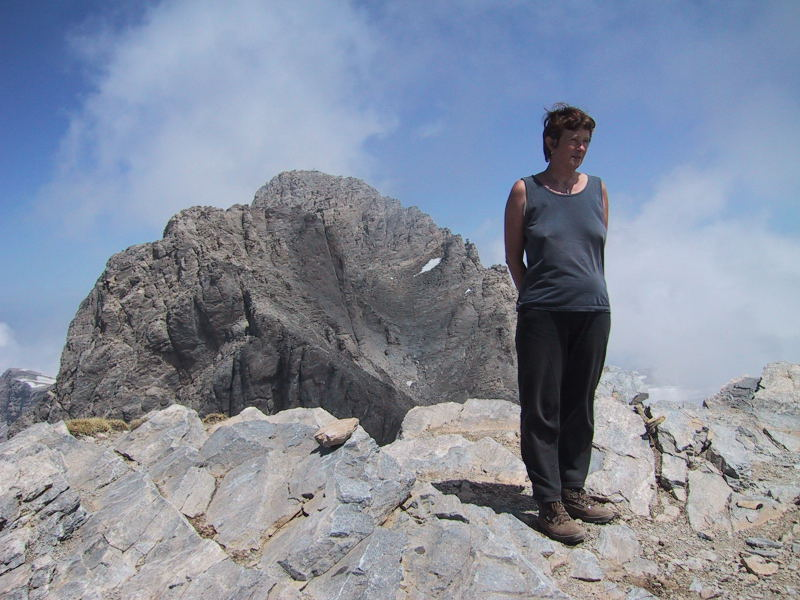 Foto: Wolfgang Lauschensky / Wander Tour / Mytikas 2917m, Olymp / Die Felsrinne auf den Mytikas vom Skala aus gesehen / 24.11.2009 18:23:00