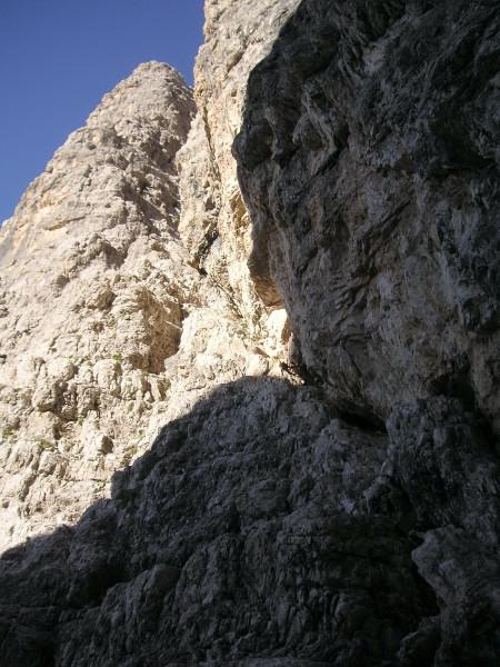Foto: Wolfgang Lauschensky / Kletter Tour / Große Zinne Südwand - Normalweg / die etwas abdrängende Einstiegsrampe links der Scharte / 30.11.2009 14:29:59