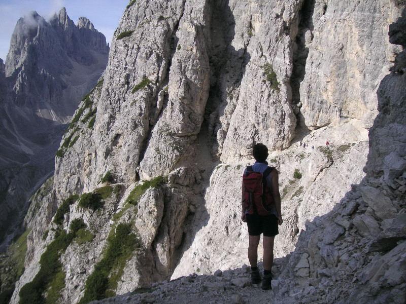 Foto: Wolfgang Lauschensky / Klettersteig Tour / Via ferrata Merlone auf die Cadinspitze NE / etwas ausgesetzte einfach begehbare schmale Bänder / 02.12.2009 19:28:46