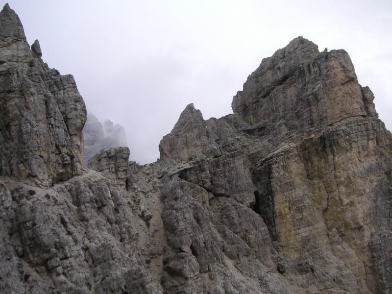 Foto: Wolfgang Lauschensky / Klettersteig Tour / Via ferrata Merlone auf die Cadinspitze NE / schmale 'Bonacossabänder' / 02.12.2009 19:27:09
