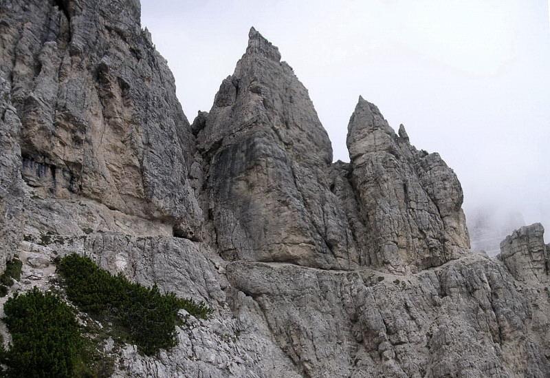 Foto: Wolfgang Lauschensky / Klettersteig Tour / Via ferrata Merlone auf die Cadinspitze NE / ausgesetzter Wanderweg / 02.12.2009 19:26:52