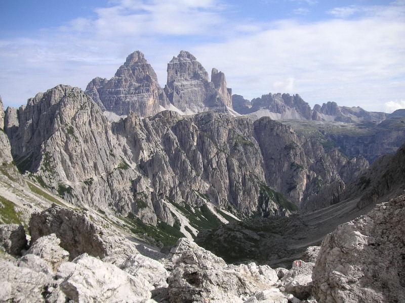 Foto: Wolfgang Lauschensky / Klettersteig Tour / Via ferrata Merlone auf die Cadinspitze NE / Bonacossaweg zu den Drei Zinnen schön einsehbar / 02.12.2009 19:25:30