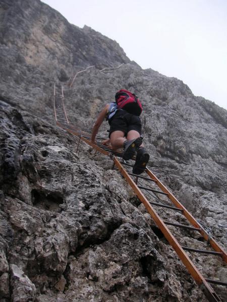 Foto: Wolfgang Lauschensky / Klettersteig Tour / Via ferrata Merlone auf die Cadinspitze NE / Leiternekstase / 02.12.2009 19:23:53