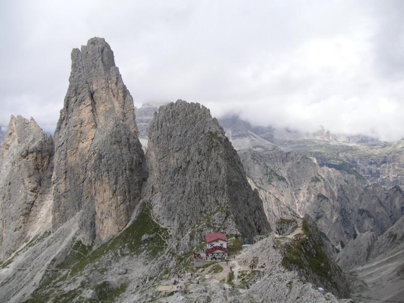Foto: Wolfgang Lauschensky / Klettersteig Tour / Via ferrata Merlone auf die Cadinspitze NE / zurück am Rif. Fonda Savio vor Torre Wundt / 02.12.2009 19:19:58