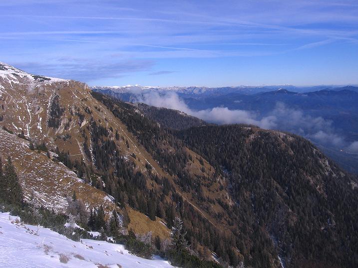 Foto: Andreas Koller / Wander Tour / Aus der Zidritz auf die Kahlwandspitze (2090 m) / Blick zum Hochschwab (2278 m) / 06.12.2009 22:59:03