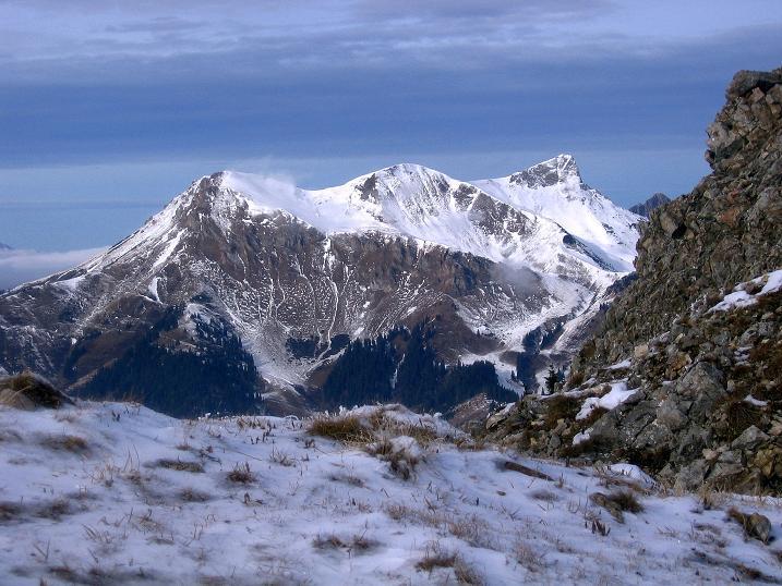 Foto: Andreas Koller / Wander Tour / Aus der Zidritz auf die Kahlwandspitze (2090 m) / Wildfeld (2043 m) und Stadelstein (2078 m) / 06.12.2009 22:57:07