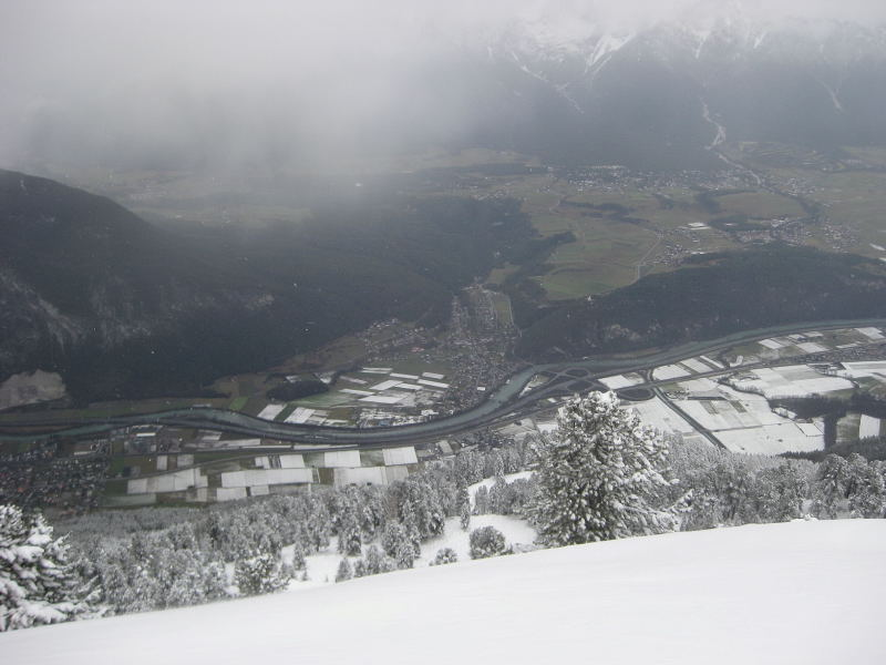 Foto: Wolfgang Lauschensky / Ski Tour / Faltegartenköpfl 2184m / Tiefblick ins Inntal bei Mötz / 10.12.2009 22:09:24