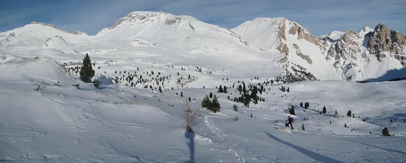 Foto: Wolfgang Lauschensky / Ski Tour / Monte Sella di Fanes - Fanessattelspitze oder St.Antonispitze 2655m / links der Zehner gefolgt vom Neuner, mitte rechts die St.Antonispitze, ganz rechts die Eisengabelspitzen / 11.12.2009 09:42:23
