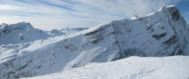 Foto: Wolfgang Lauschensky / Ski Tour / Monte Sella di Fanes - Fanessattelspitze oder St.Antonispitze 2655m / Lavarella und Zehner hinter dem Neunergrat von der Antonispitze aus gesehen / 11.12.2009 09:40:14