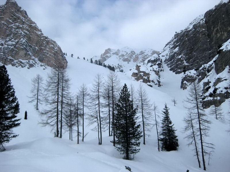 Foto: Wolfgang Lauschensky / Ski Tour / Äußere Eisengabelspitze = Dont de Furcia dai Fers de Fora 2534m / Blick zurück in den Trichter Le Cü / 11.12.2009 20:54:17