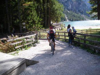 Foto: Hotel Excelsior / Werner Call / Mountainbike Tour / Str. Vigil - Pragser Weildsee / Am Kreuzjoch, auf dem 24 Wanderweg und am Pragser Wildsee / 11.12.2009 21:24:32