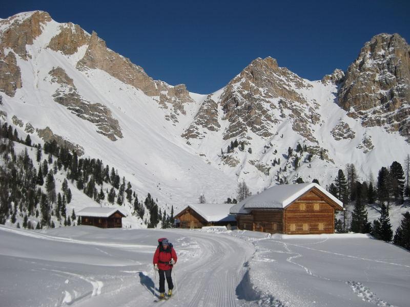Foto: Wolfgang Lauschensky / Ski Tour / Pareispitze oder Col Bechei Dessora 2794m / kurz vor der Faneshütte / 12.12.2009 12:06:34