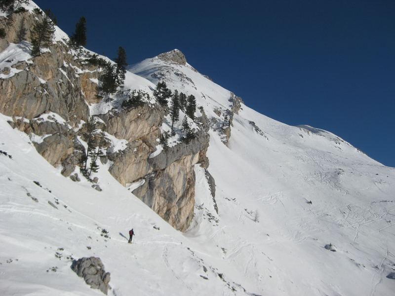 Foto: Wolfgang Lauschensky / Ski Tour / Pareispitze oder Col Bechei Dessora 2794m / steile Einstiegsquerung / 12.12.2009 12:06:04