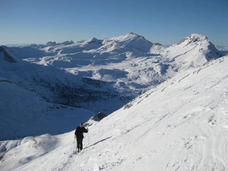 Foto: Wolfgang Lauschensky / Ski Tour / Pareispitze oder Col Bechei Dessora 2794m / Blick vom Gipfelhang zur Faneskesselumrahmung / 12.12.2009 12:02:19