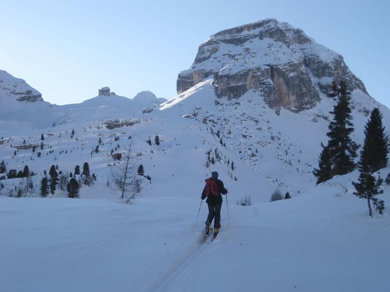 Foto: Wolfgang Lauschensky / Ski Tour / Monte Casale 2707m (oder Bivaccio di Monte Castello) / Ciampestrinspitze, im Hintergrund Monte Castello und Monte Casale / 12.12.2009 14:52:51
