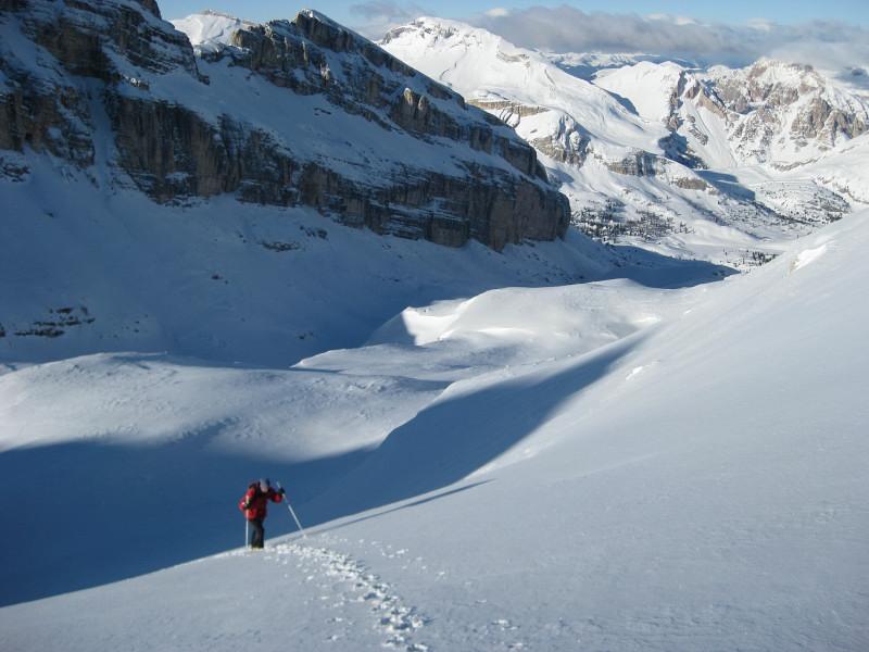 Foto: Wolfgang Lauschensky / Ski Tour / Monte Casale 2707m (oder Bivaccio di Monte Castello) / Westhang des Monte Casale, in der Sonne der Neuner und die Fanessattelspitze / 12.12.2009 14:51:29
