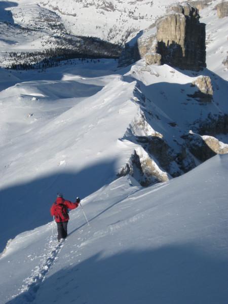 Foto: Wolfgang Lauschensky / Ski Tour / Monte Casale 2707m (oder Bivaccio di Monte Castello) / Nordgratabstieg mit Blick auf Monte Castello / 12.12.2009 14:50:35