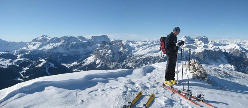 Foto: Wolfgang Lauschensky / Ski Tour / Heiligkreuzkofel 2907m (Piz dal Ciaval) / Marmolada und Sellastock aus der Kreuzkofelscharte / 12.12.2009 15:45:05