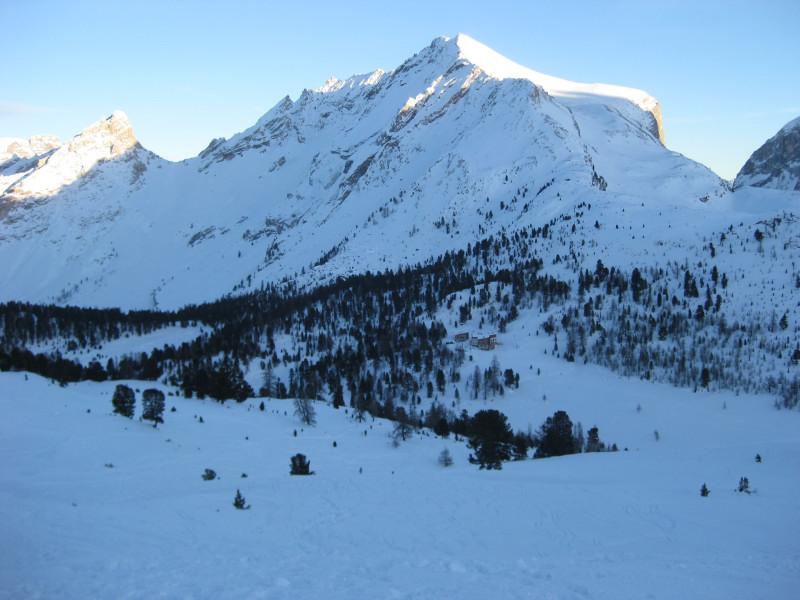 Foto: Wolfgang Lauschensky / Ski Tour / Heiligkreuzkofel 2907m (Piz dal Ciaval) / vor der Faneshütte / 12.12.2009 15:43:36