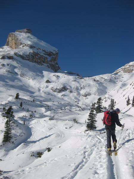 Foto: Wolfgang Lauschensky / Ski Tour / Lavarella 3055m (La Varella) / Piz Taibun am Eingang in das Hochtal Busc da Stlü / 12.12.2009 16:53:19