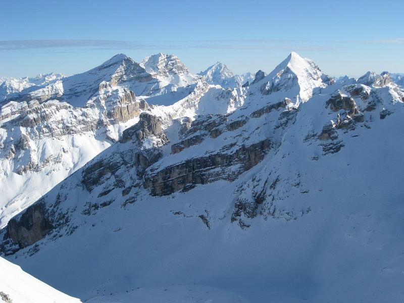 Foto: Wolfgang Lauschensky / Ski Tour / Lavarella 3055m (La Varella) / Blick über das Hochtal Busc da Stlü zu den Tofanen / 12.12.2009 16:51:03