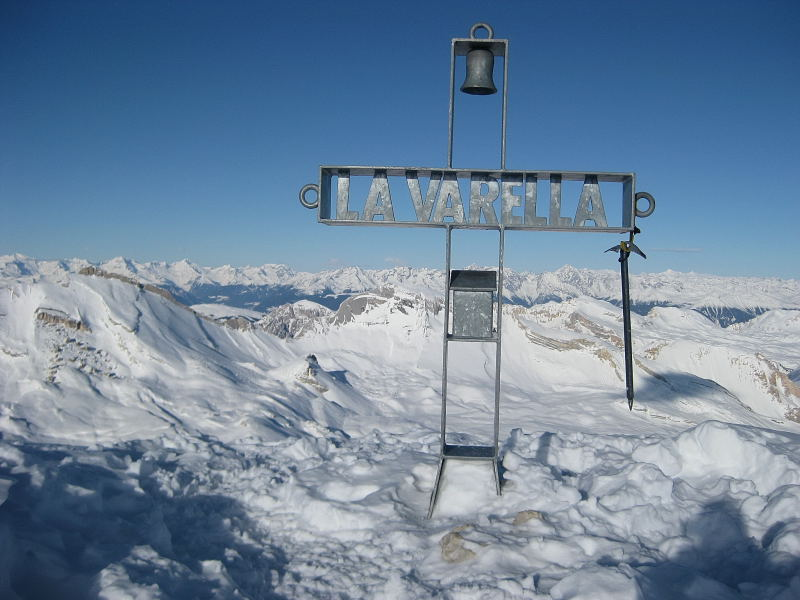 Foto: Wolfgang Lauschensky / Ski Tour / Lavarella 3055m (La Varella) / Kleinfaneskessel unter Lavarella, dahinter Alpenhauptkamm / 12.12.2009 16:50:48