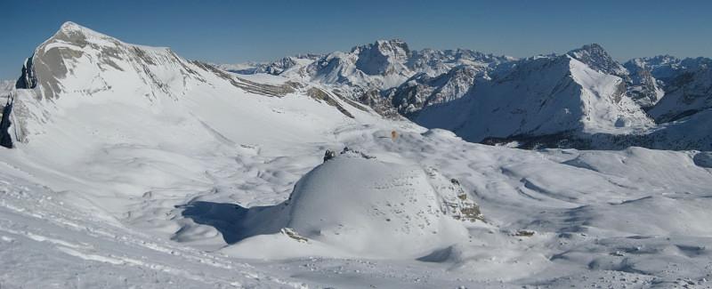 Foto: Wolfgang Lauschensky / Ski Tour / Zehnerspitze 3026m, (Sasso delle Dieci) / Fanesschloß vor Neuner beim Gipfelhanganstieg / 12.12.2009 18:46:51